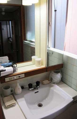 洗面所 いつも清潔です。ドライヤーとめん棒はフリーです。