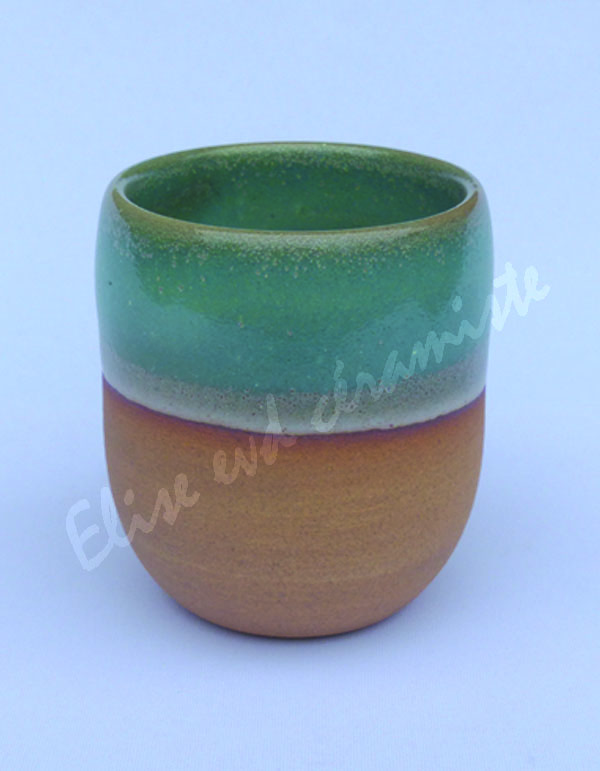 La tasse nue couleur pêche est à la fois douce et texturée