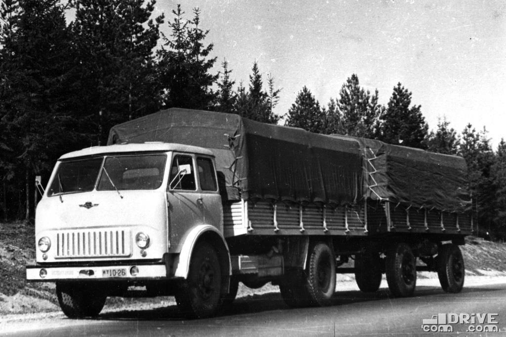 МАЗ-500 с прицепом МАЗ-886В, грузоподъемность 17 000 кг.