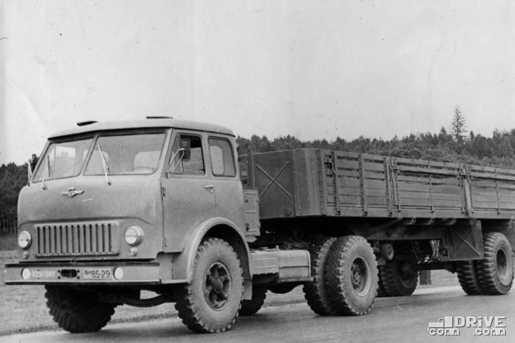 МАЗ-504 с полуприцепом МАЗ-5245А, грузоподъемность 14 000 кг.