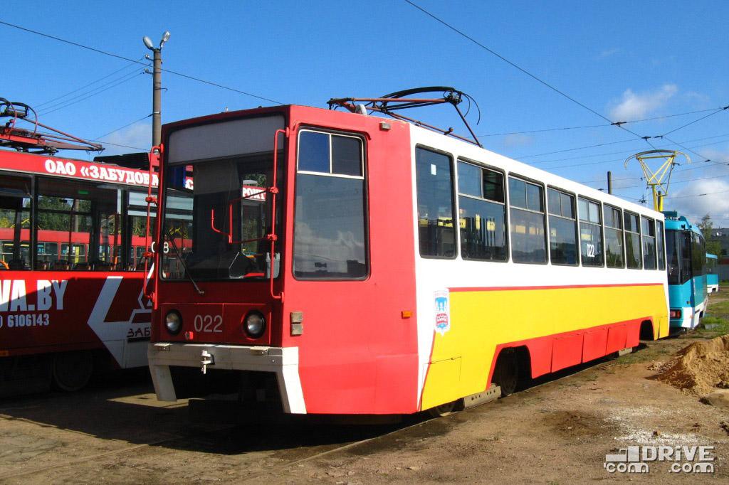 Вагон КТМ-8 (71-608К) (заводской №866) постройки 1994 года. Перевозил пассажиров на протяжении 14 лет, и в 2009 был переоборудован в вагон-дозатор. Списан и утилизирован в 2018 году. Фото Ивана Войтешонка. 01/09/2008