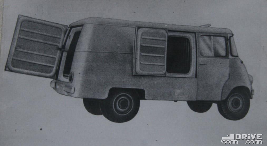 """Рисунок 82. Автомобиль-рефрижератор """"Ньиса С501"""". В зимнее время автомобиль может использоваться для перевозки продуктов, требующих защиты от мороза"""