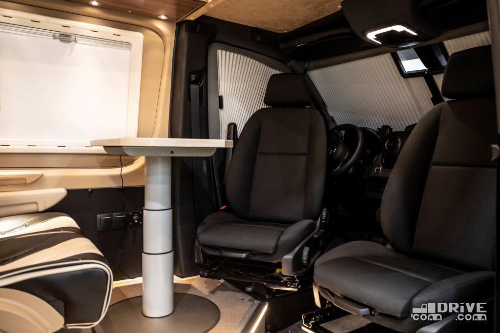 Передние кресла могут разворачиваться на 180 град. Удобно на стоянках
