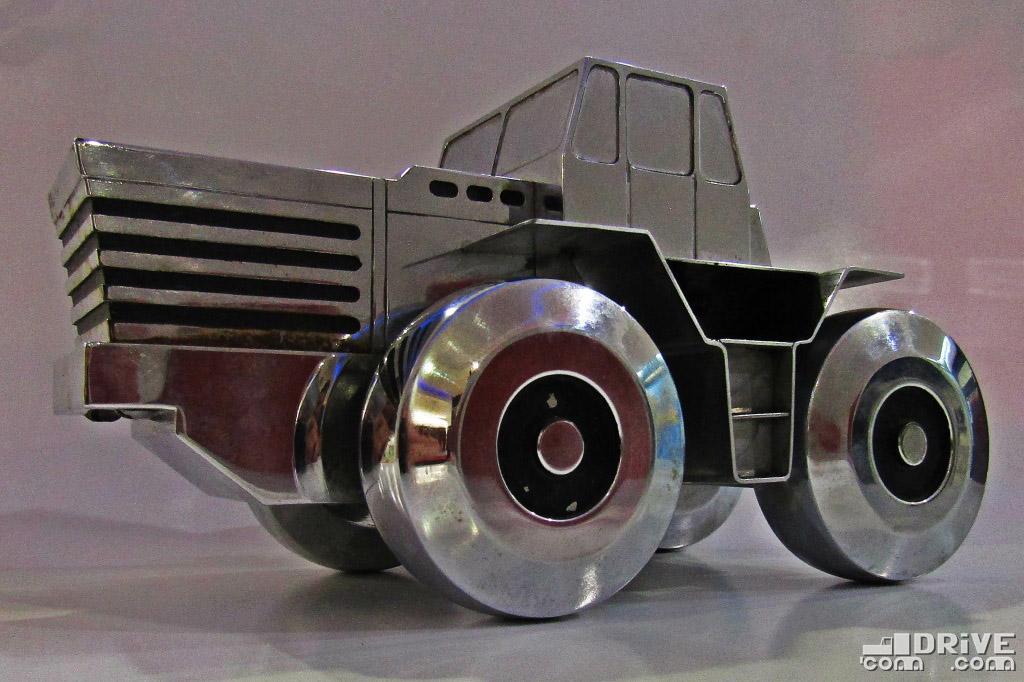 Макет трактора МоАЗ-542 - подарок от Могилевского автозавода