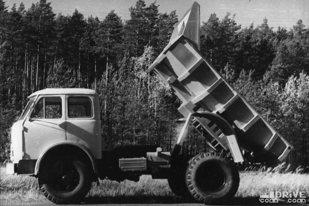 Самосвал МАЗ-503,  грузоподъемность 8000 кг