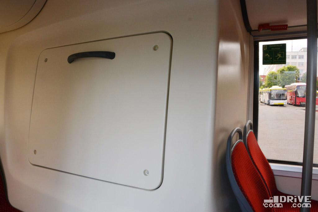 Для лучшей шумоизоляции салонный технологический люк сделан не распашным, а съемным, на болтах