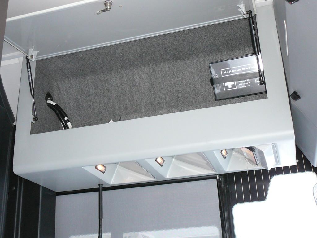 Над головой вместительный отсек для вещей. Там же предусмотрены три места для крепления магнитолы, речевого информатора и GPS блока. Все три ниши оборудованы подсветкой.