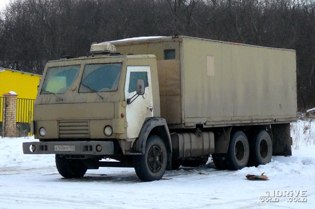 """Грамотный водитель """"арбузовоза"""" заранее защитит себя от нападок разъяренных попутчиков бронированной кабиной"""