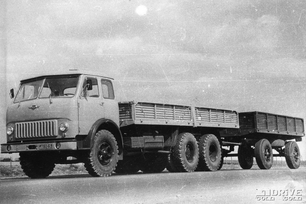 МАЗ-516 с прицепом МАЗ-886, грузоподъемность 22 500 кг.