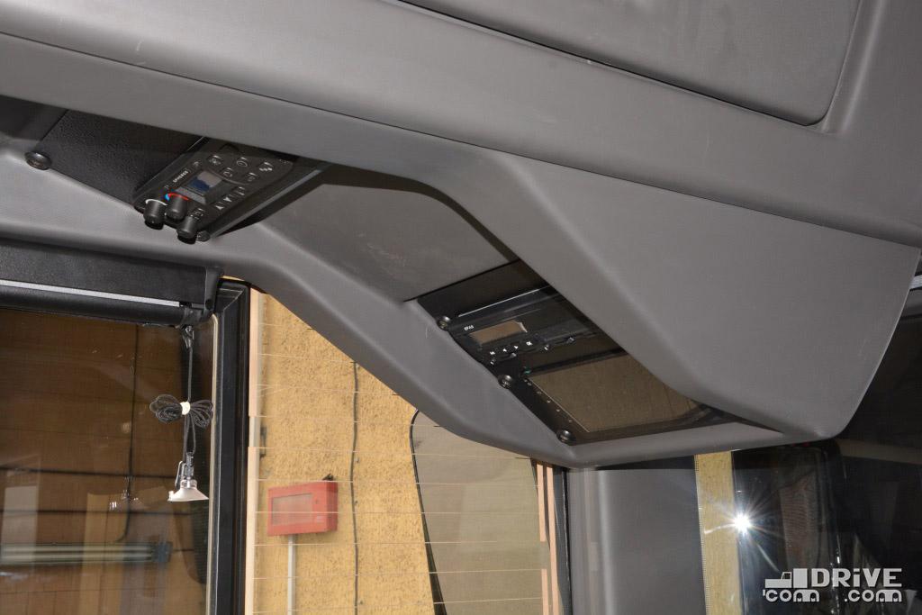 Потолочная консоль - все для удобства водителя