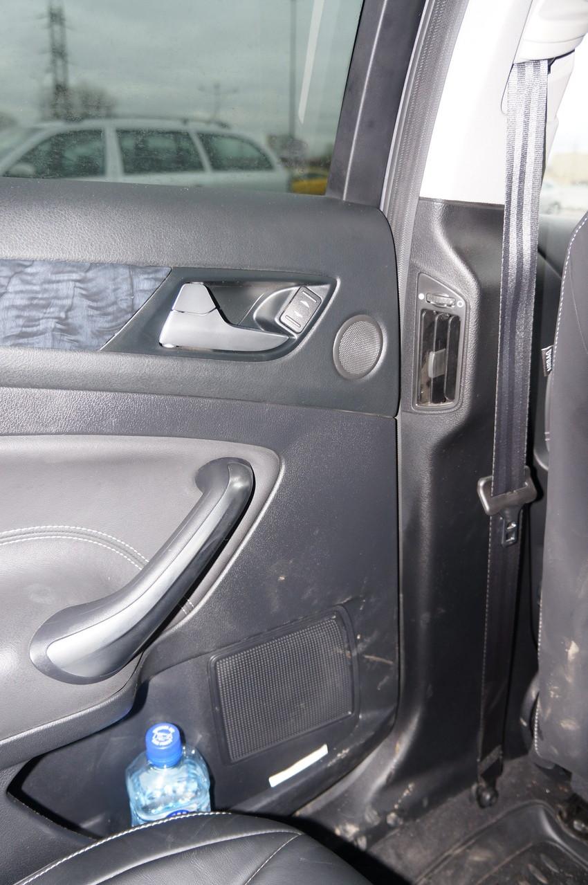 Персональные вентиляционные отверстия предусмотрены для второго ряда сидений