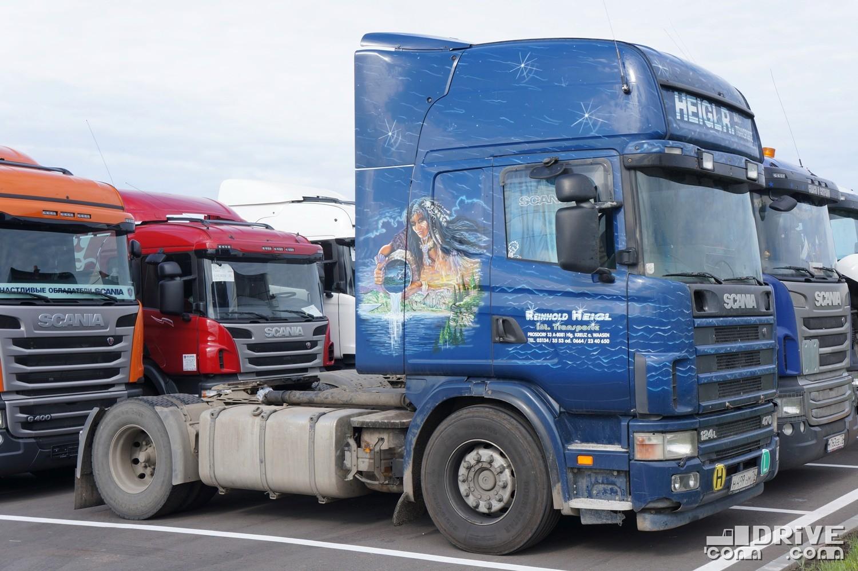 Седельный тягач Scania 124L (4х2) в очереди на ТО. Но мне просто понравилась аэрография