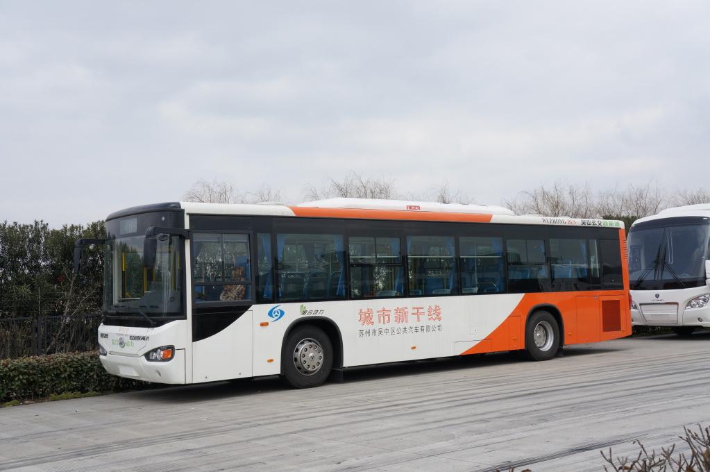 """Городской автобус Higer KLQ 6119GHEV1. Компоновка салона не отличается от общепринятой в Китае. """"Метроместа"""" на передних арках и никакого накопителя в салоне"""