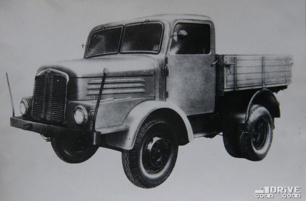 """Рисунок 48. Автомобиль-тягач """"С 4000-1З"""""""
