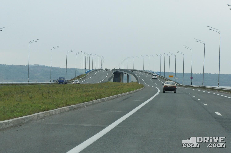 """Въезд на мост с """"нижнего"""" берега"""
