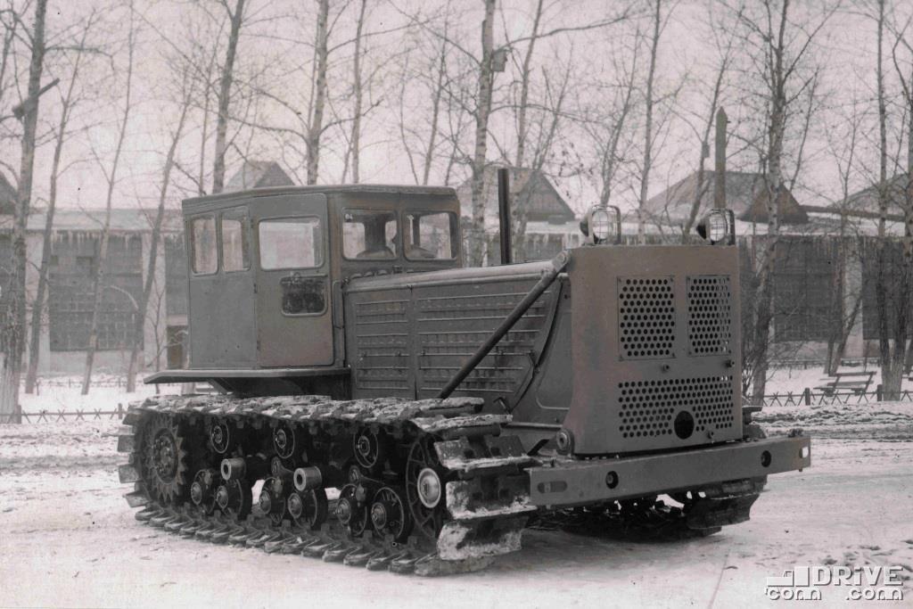 Опытный образец трактора С-140