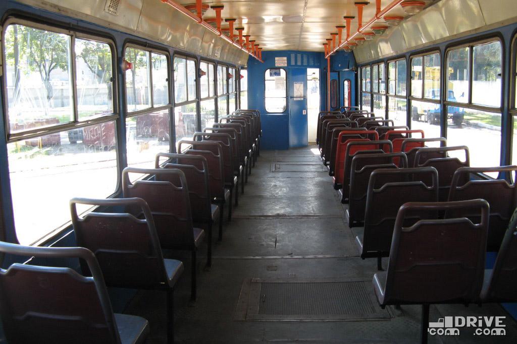 Вагоны ДЭМЗ отличались от исходных РВЗ простенькими пластиковыми сиденьями. Фото Ивана Войтешонка. 01/09/2008