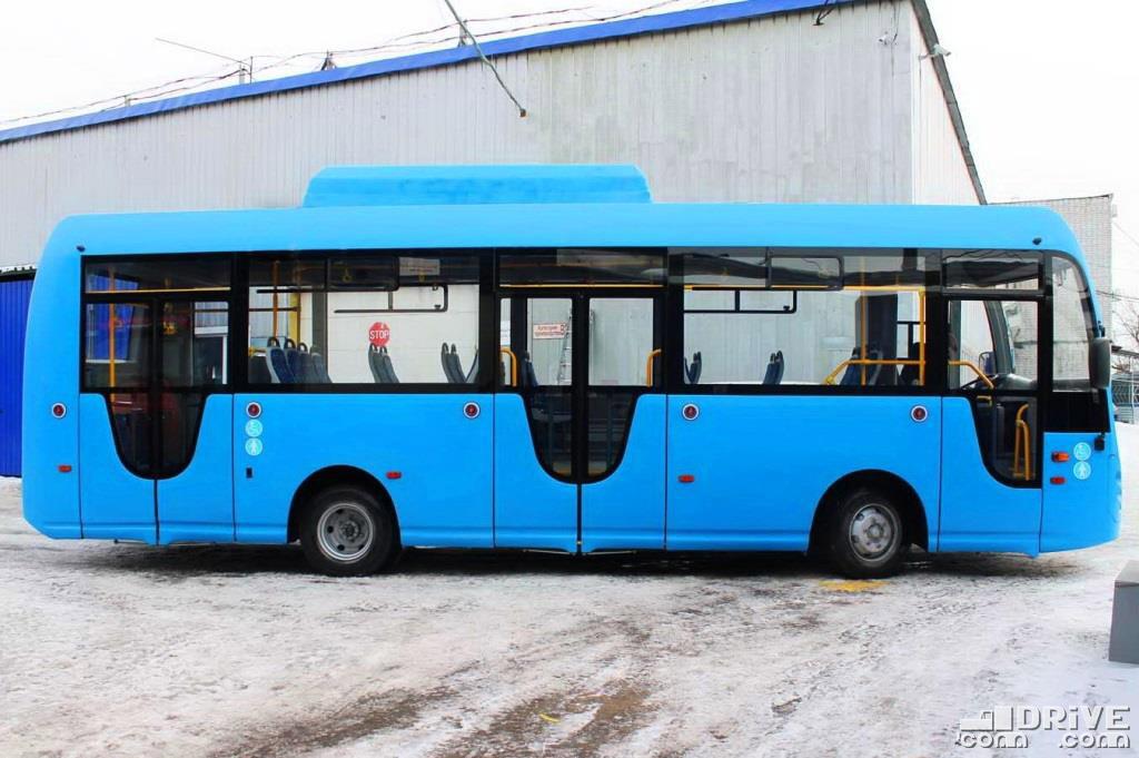 Формула дверей 1-2-2. Вычурные окошки вряд ли порадуют транспортников, но добавляют индивидуальности автобусу