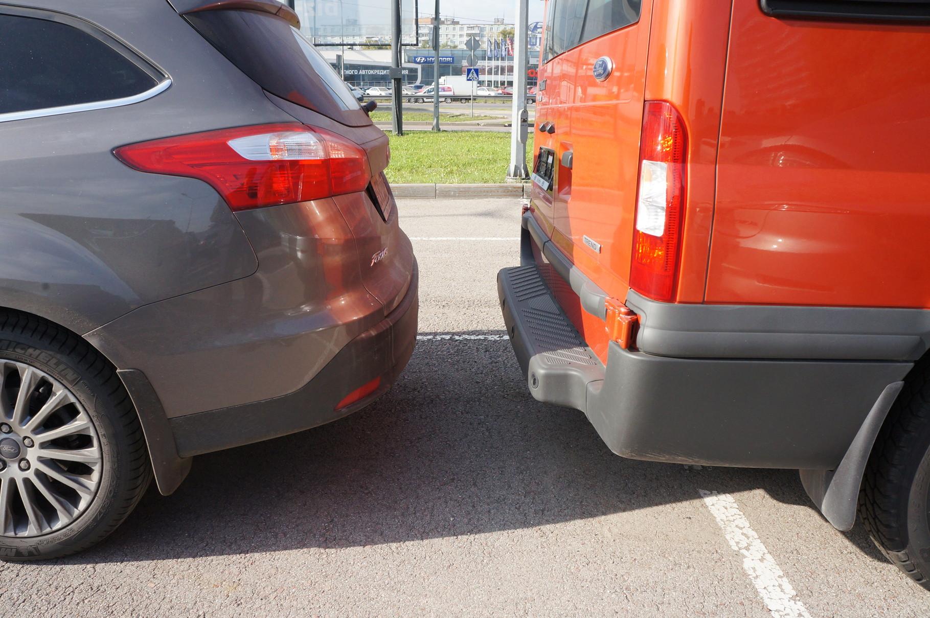 Впрочем, наличие парктроника полностью нивелирует вопрос чистоты кормового стекла