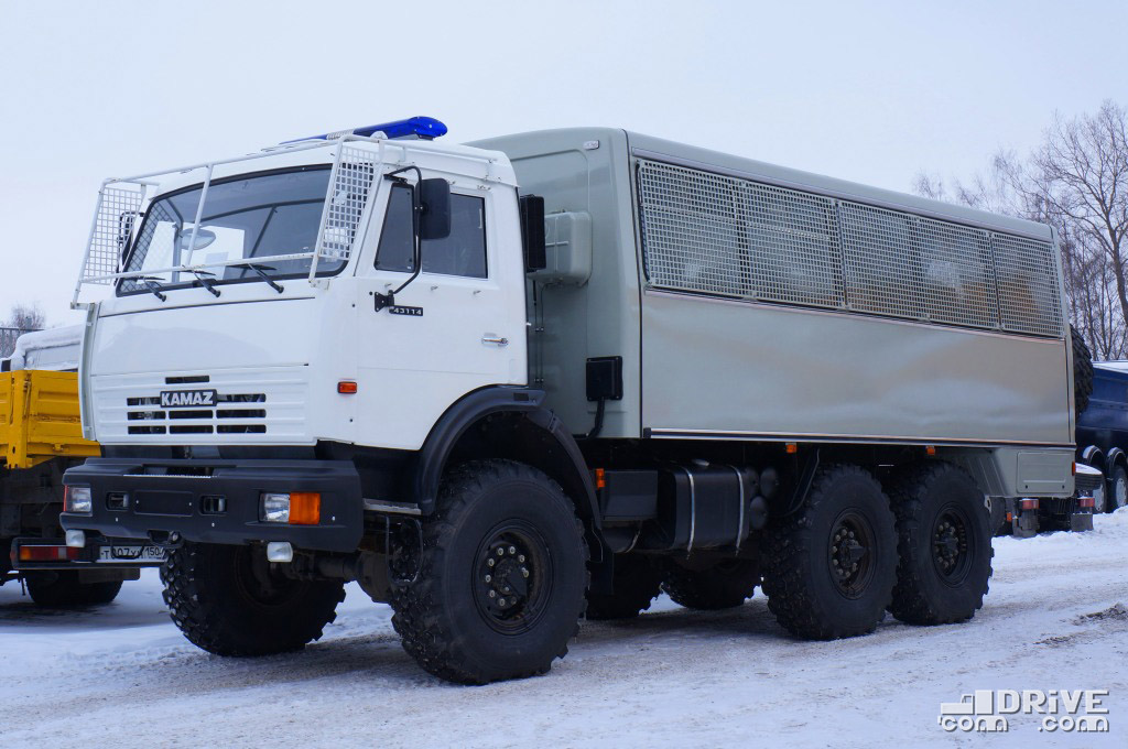 Вахтовый автобус НефАЗ-4208CR на шасси КАМАЗ-43114R
