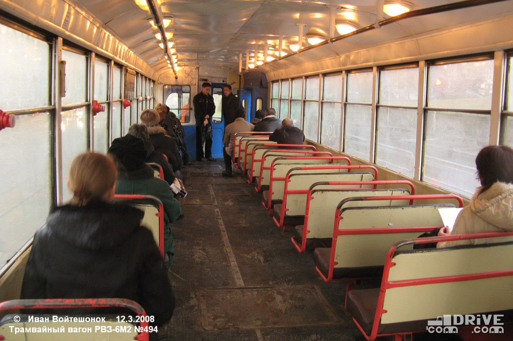 Вагон РВЗ-6М2 постройки 1978 года. Мягкие сиденья, дребезжащие окна и всего две служебные двери. Фото Ивана Войтешонка. 12/03/2008