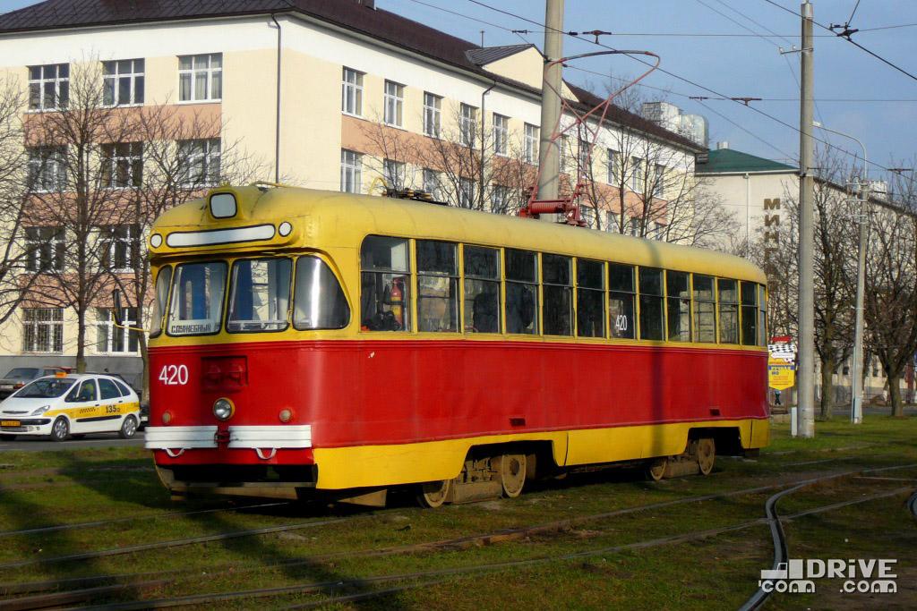 """Вагон РВЗ-6М2 постройки 1975 года. Эксплуатировался на маршрутах до 2008 года, затем использовался в качестве экскурсионного по заявкам. В настоящее время - экспонат """"Музея городского пассажирского транспорта"""". Минск, трамвайный парк. 29/11/2009"""