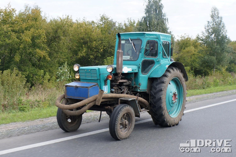 Компактные и неубиваемые тракторы Липецкого завода вовсю используются в Ульяновске как мобильные помпы. ЛТЗ Т-40М