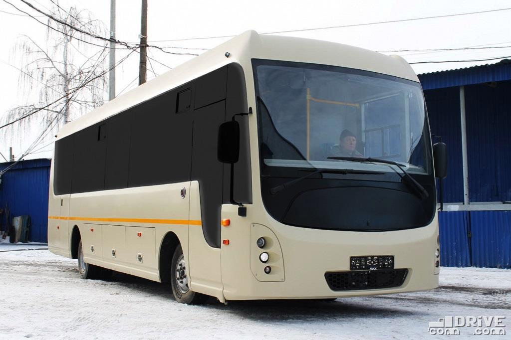 Внешне автобус больше напоминает концепт, чем опытный образец, хотя именно этот экземпляр испытывали на Дмитровском полигоне