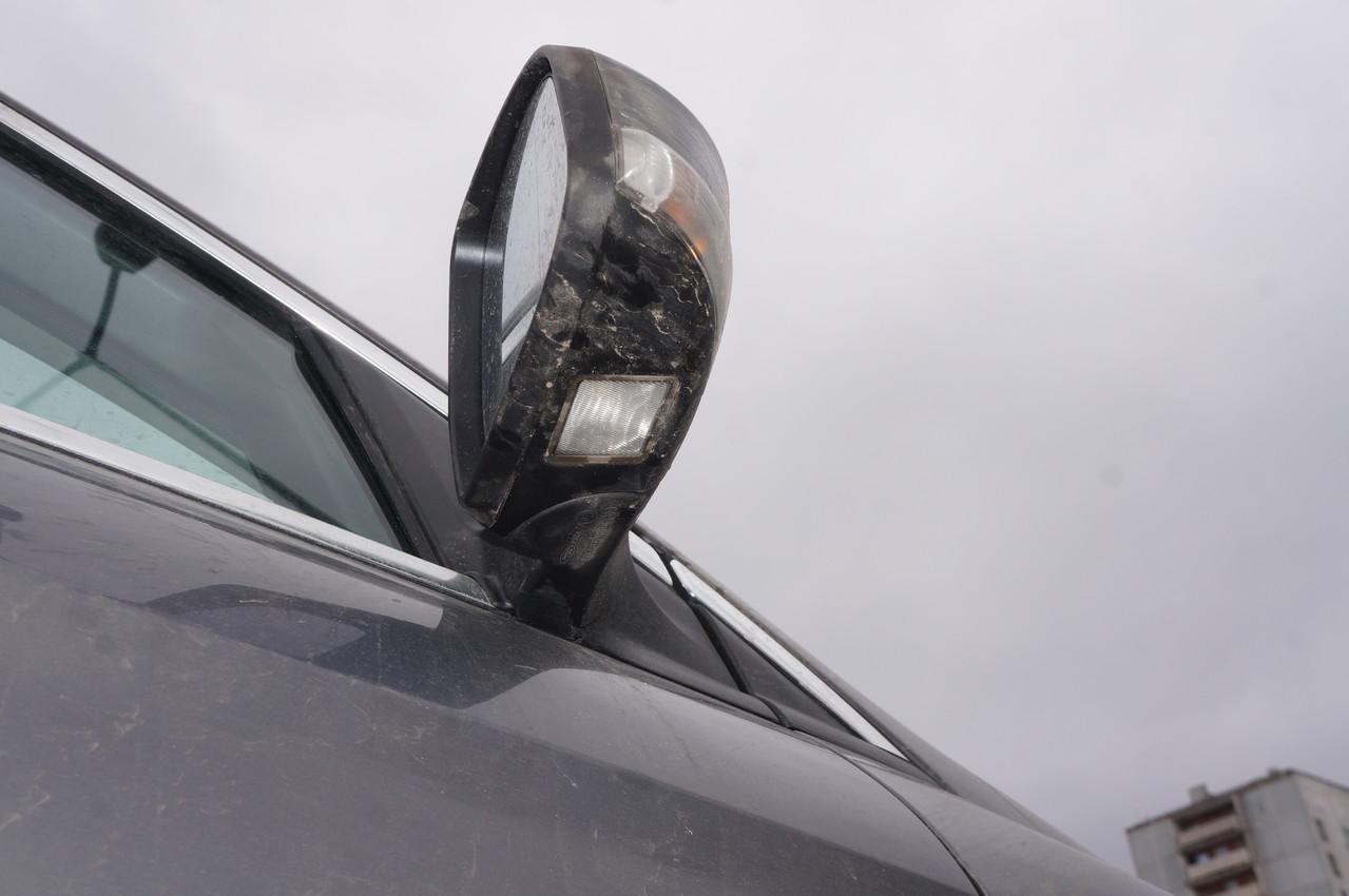 Боковые зеркала с электроприводом регулировки, обогревом и подсветкой околодверного пространства