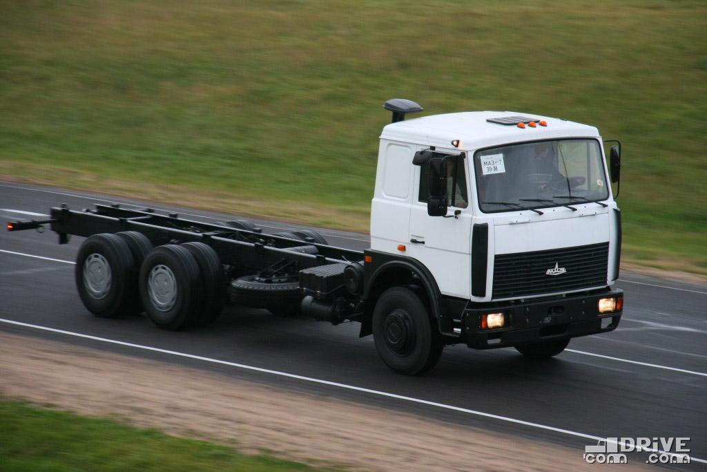 Шасси МАЗ-6303 с новой вермией кабины. 10/10/2008. Фото Сергея Филиппова