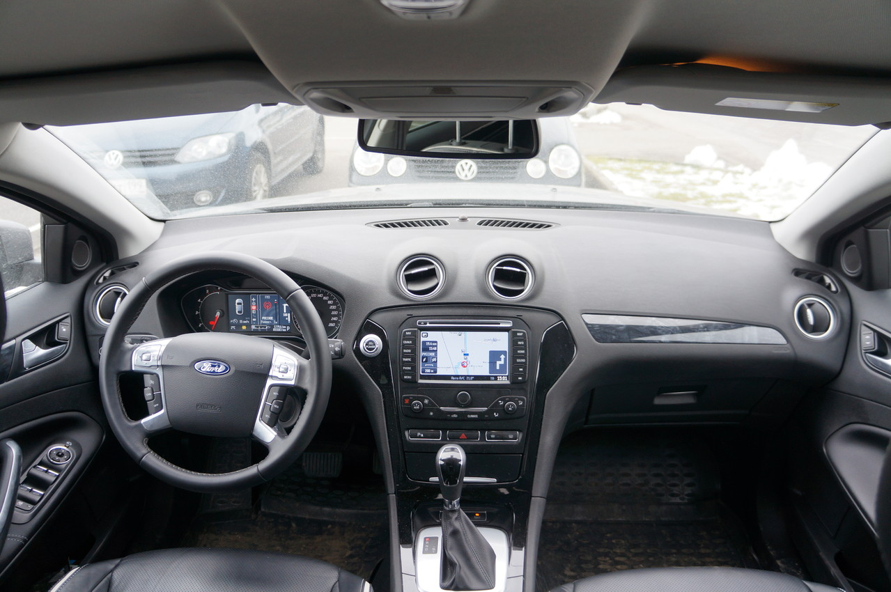 """Навигационная система на русском с 7"""" сенсорным ЖК-дисплеем, CD/MP3, Bluetooth и портом USB для подключения iPod, iPhone"""