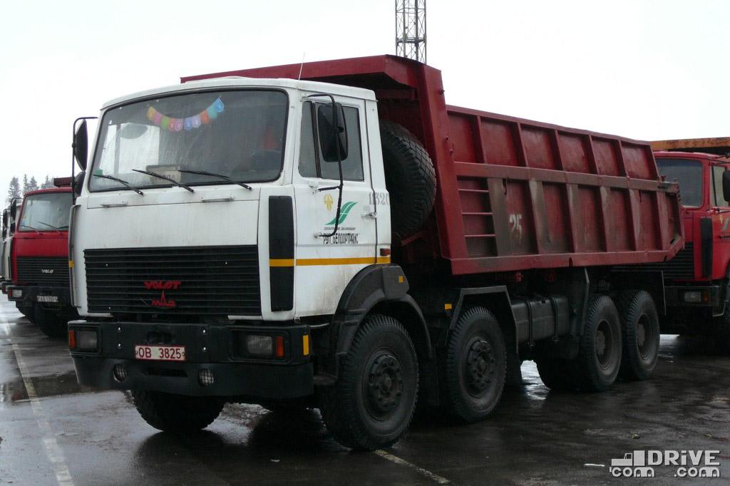 """Отличительная особенность - """"маленький"""" 16-кубовый кузов с нарощенными бортами. Минск. 09/02/2009"""