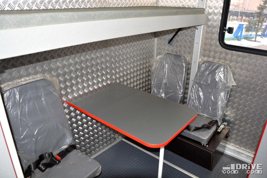 Ехать боком на внедорожнике то еще удовольствие, но в случае необходимости это возможно - все кресла имеют ремни безопасности