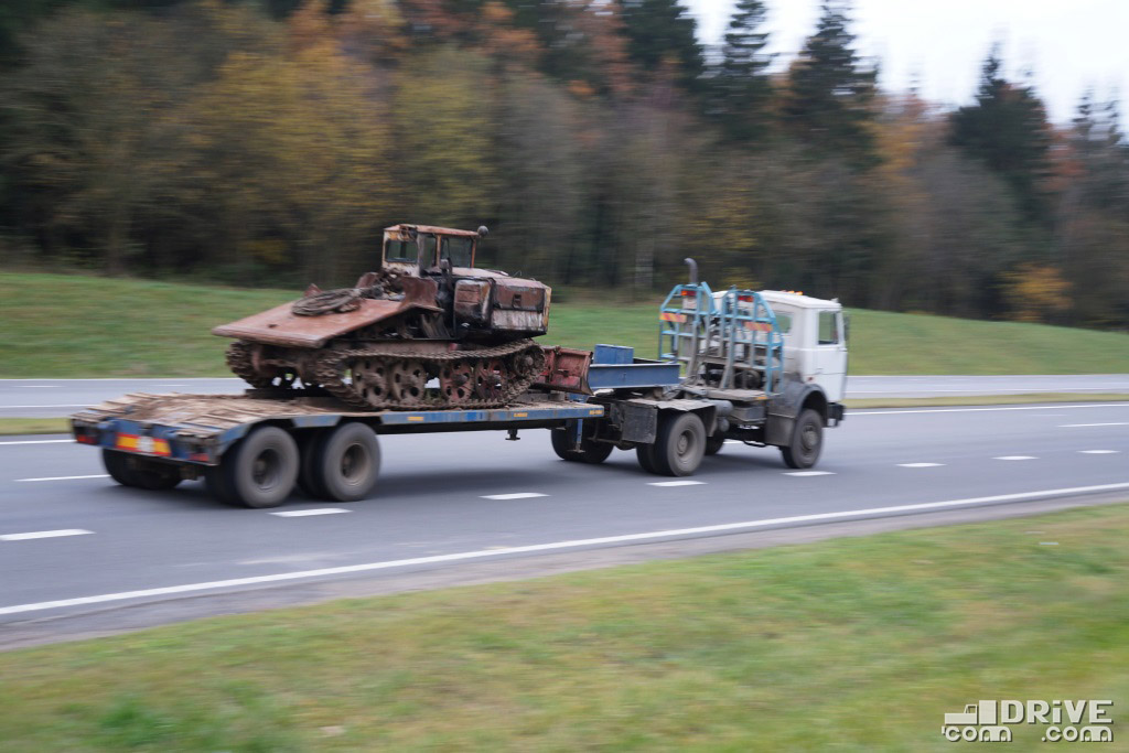 """На полуприцепе - трейлевочный трактор ТР-55 """"Онежец"""""""