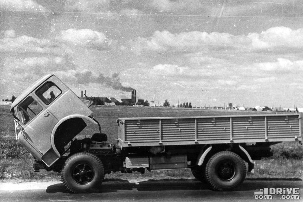 МАЗ-500 с поднятой кабиной