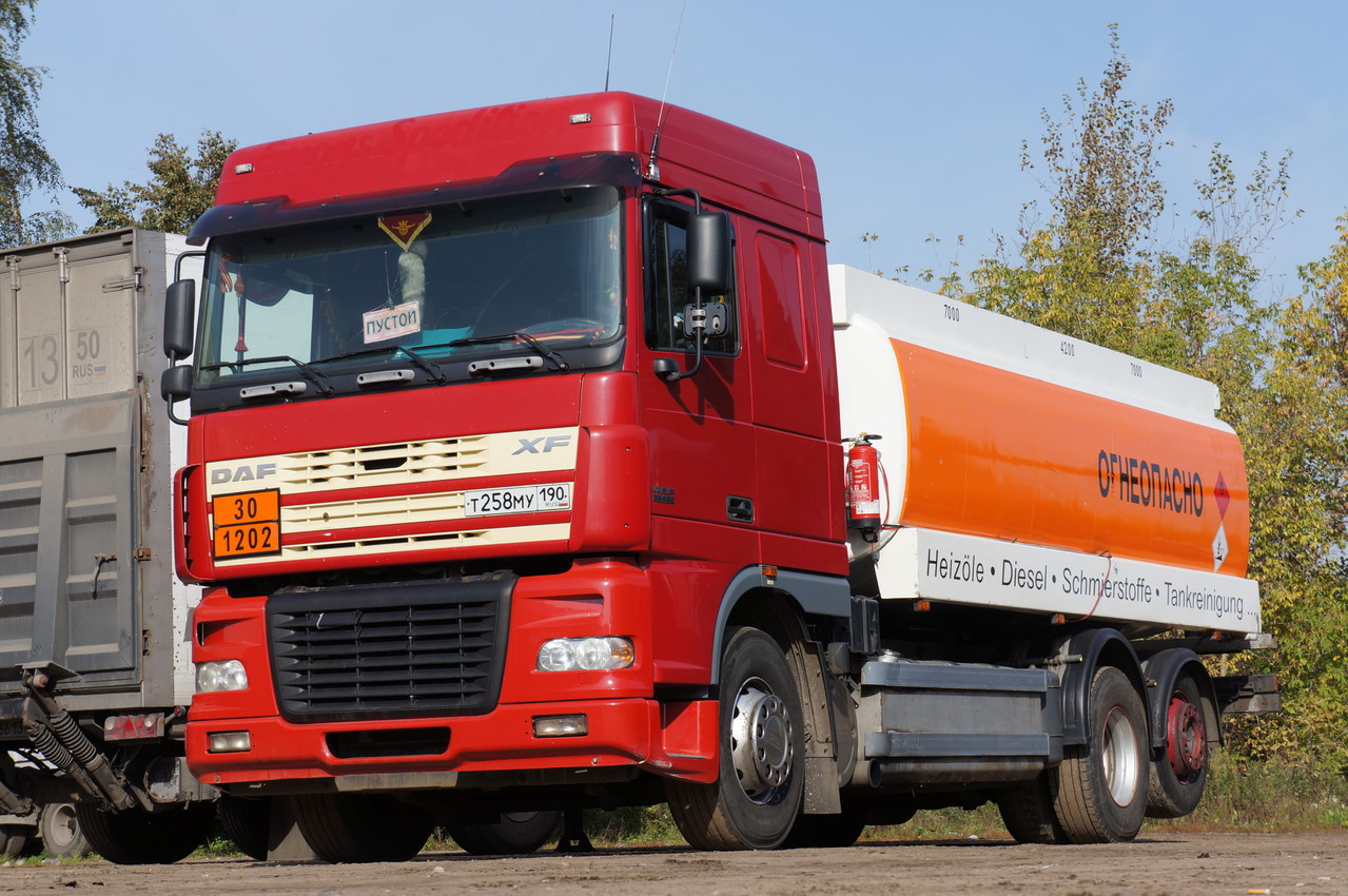 Цистерна для перевозки топлива на шасси DAF XF95.430 с колесной формулой 6х2. Р-он г. Люберцы. 27/09/2012