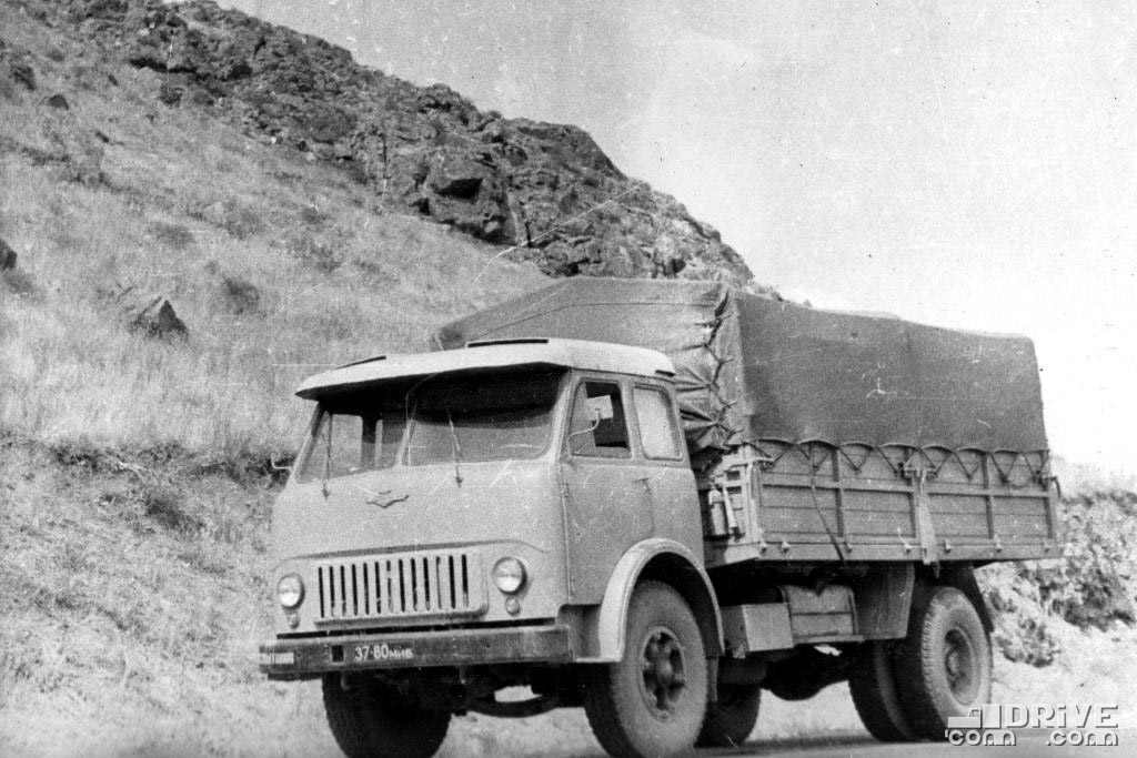 МАЗ-513 для работы в тропиках, грузоподъемность 8000 кг.