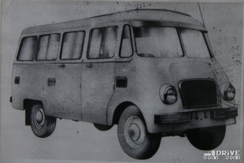 """Рисунок 80. Микроавтобус """"Ньиса-Сан"""" /Н-61М/ вместимостью девять пассажиров, водитель и 50 кг груза. Выпускается автобусным заводом в г. Санок"""