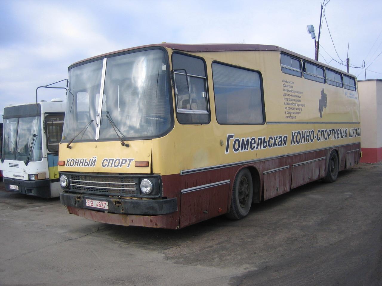 Автобус для перевозки лошадей на базе Ikarus 260. Минск. 02.04.2006