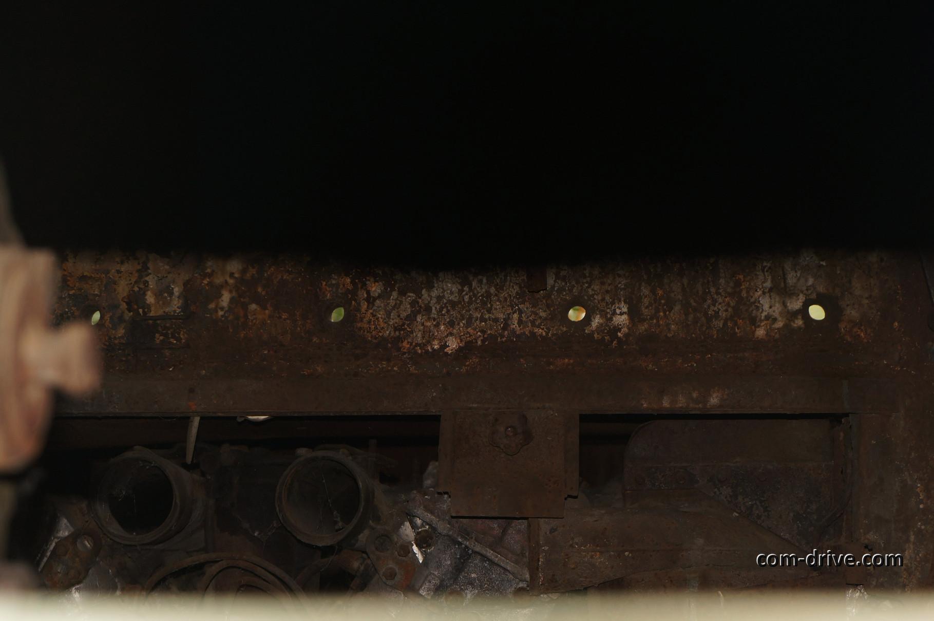 А внутри пустота... Даже перегородка, разделяющая боевое и моторное отделения, отсутствует