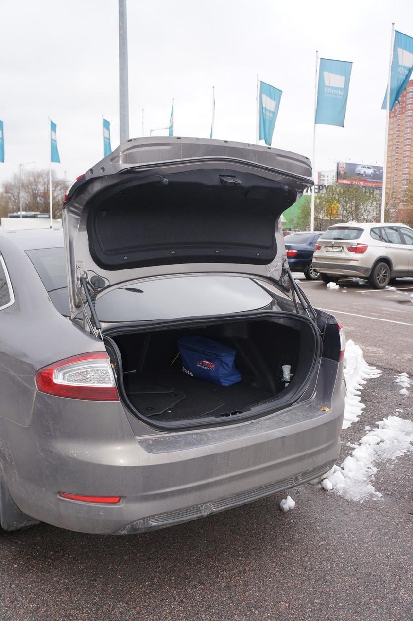 Крышка багажника довольно большая