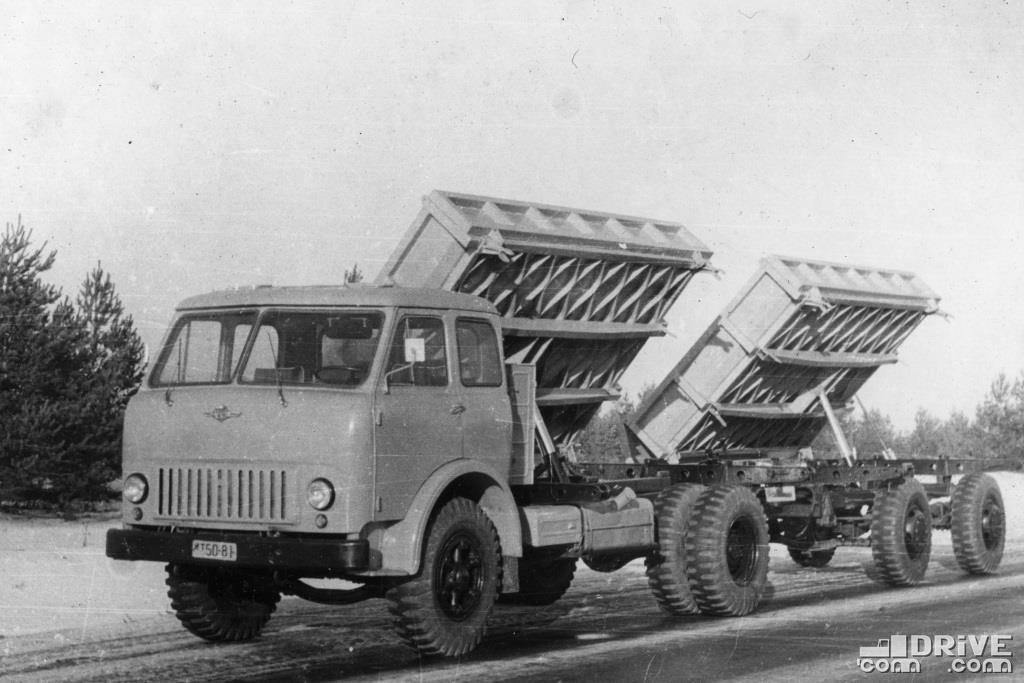 МАЗ-511 с самосвальным прицепом МАЗ-847,  грузоподъемность 16 000 кг