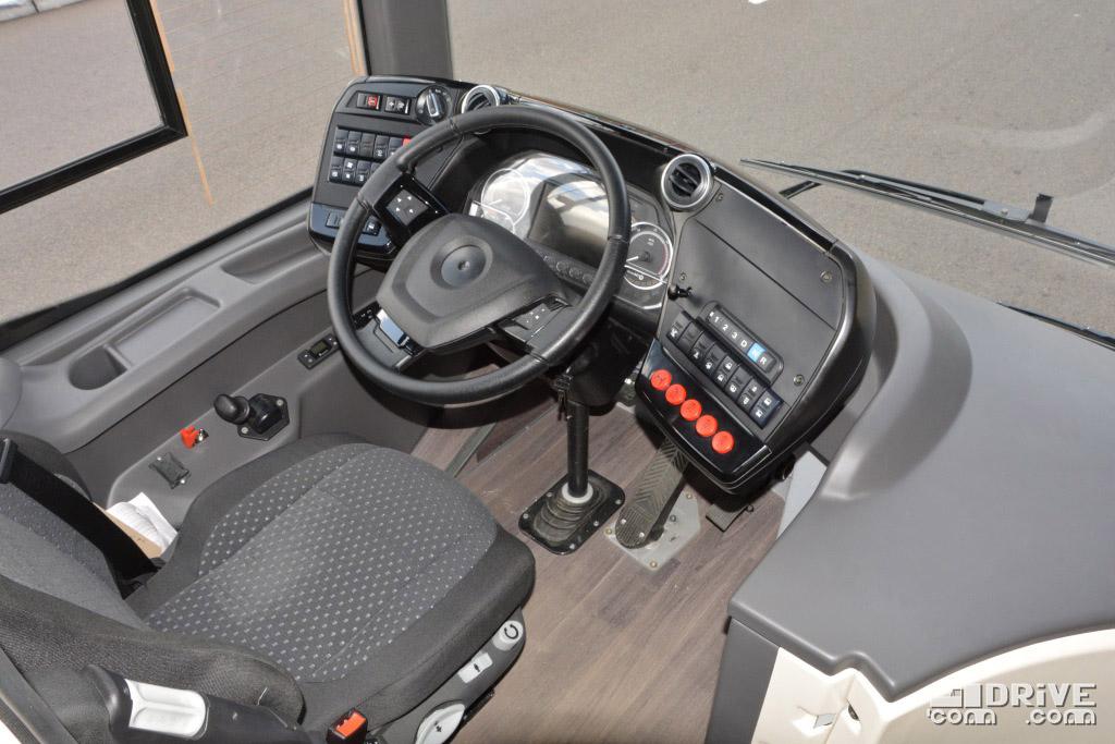 """Новую переднюю панель лучше назвать """"панелью управления"""". Разумеется, регулируется вместе с рулевым колесом"""