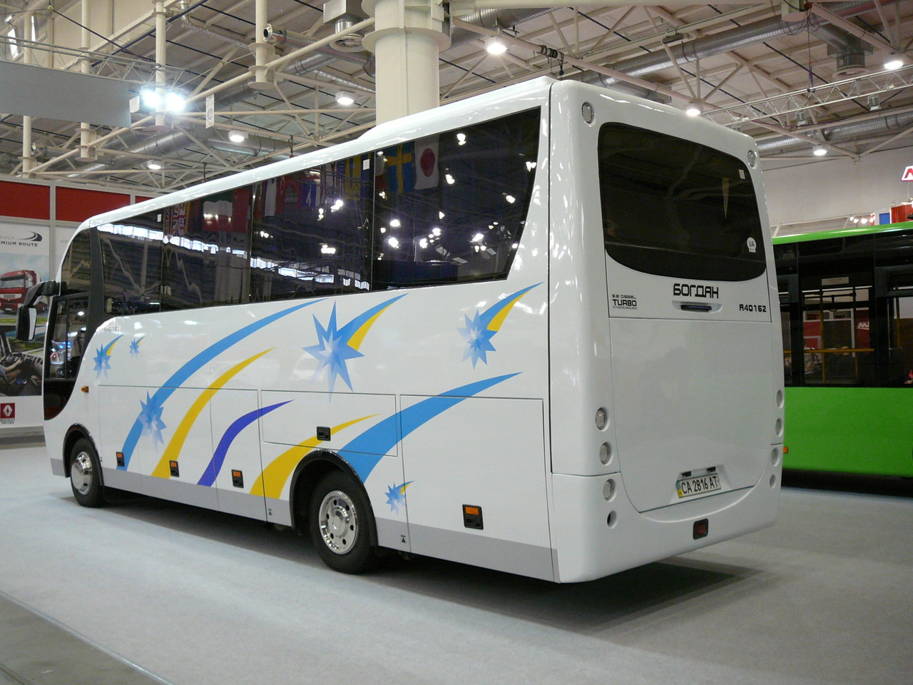 Высота багажных отсеков для такого небольшого автобуса впечатляет