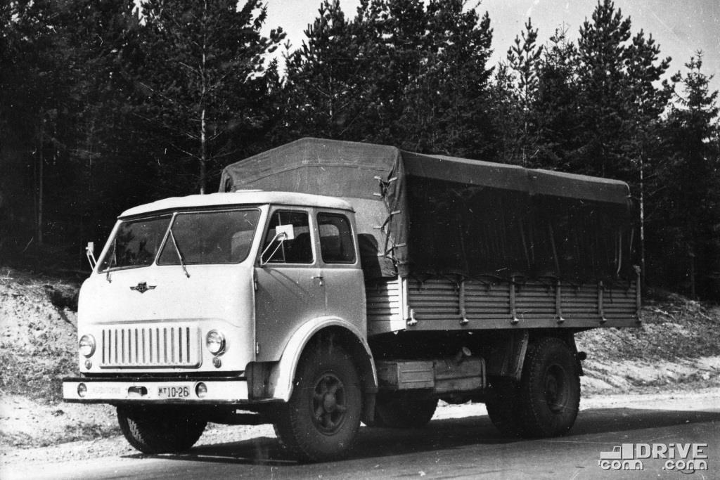 Бортовой грузовик МАЗ-500, грузоподъемность 8000 кг.