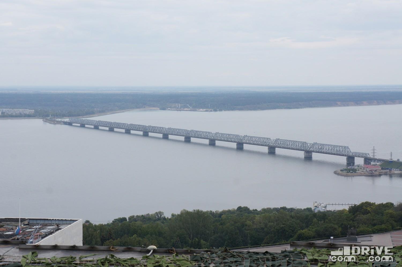 """А это уже """"старый"""" мост, который долгое время был источником пробок между двумя половинками Ульяновска"""