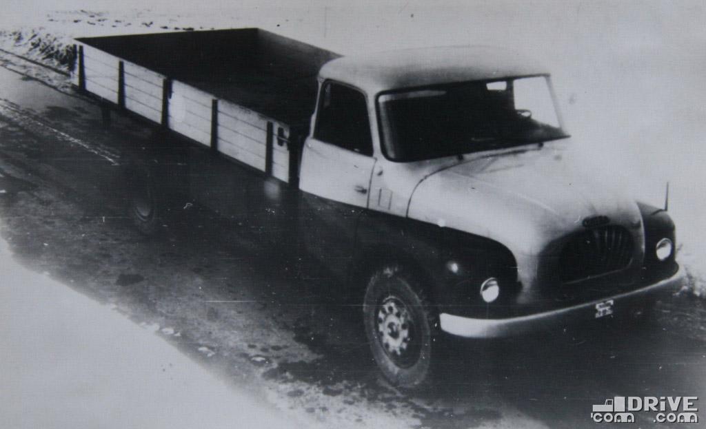 "Рисунок 16. Автомобиль ""Татра 137"""