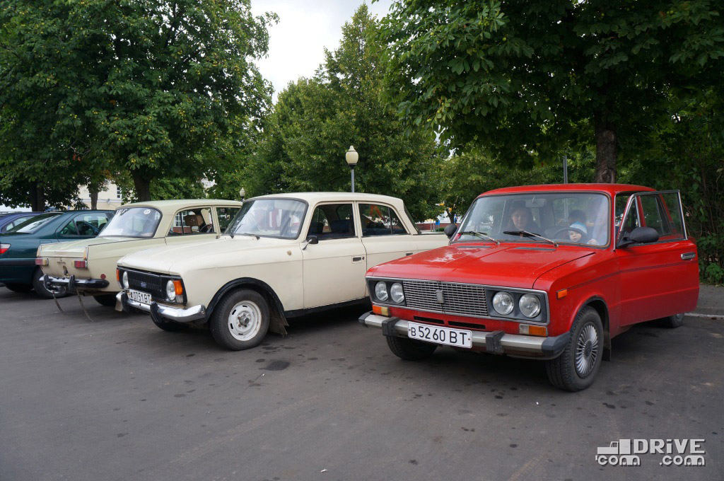 Полоцк-2012, и захотел бы, а специально не собрал советский автопром в рядочек на парковке
