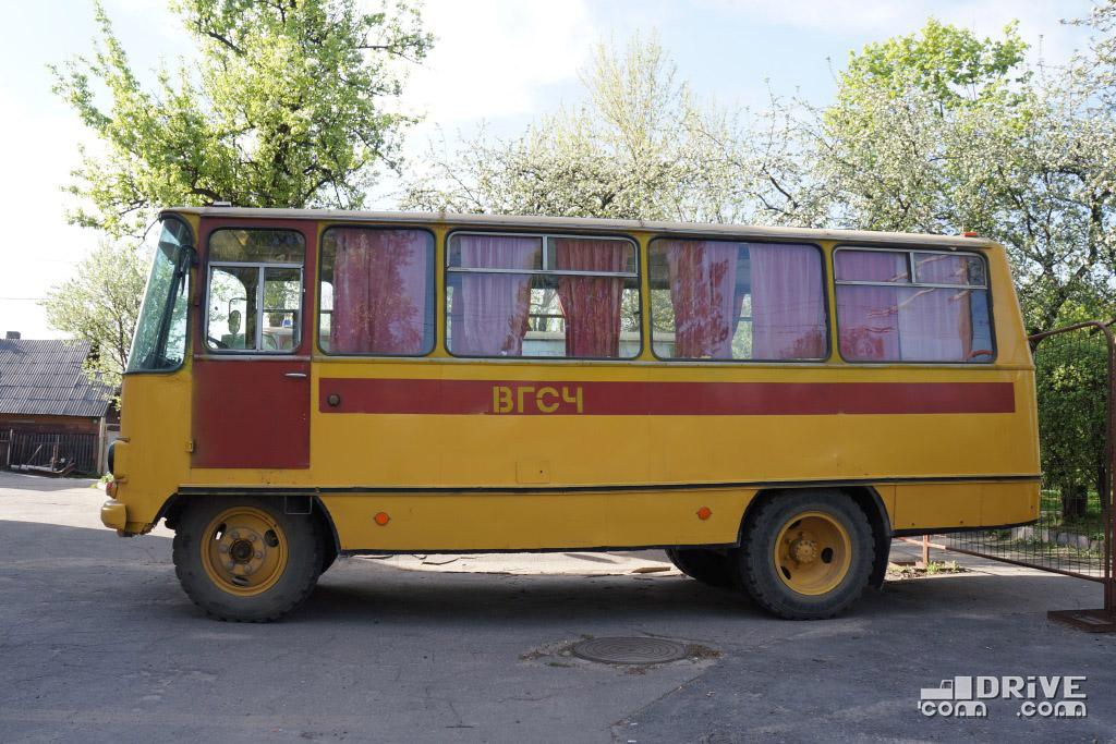На дежурстве в Минске стоят сразу несколько экземпляров ВГСЧ 53Г1 (3-ей серии) 80-х годов выпуска. На фотографиях представлены три машины с государственными номерами КМ 0001, КМ 0004 и КМ 0005