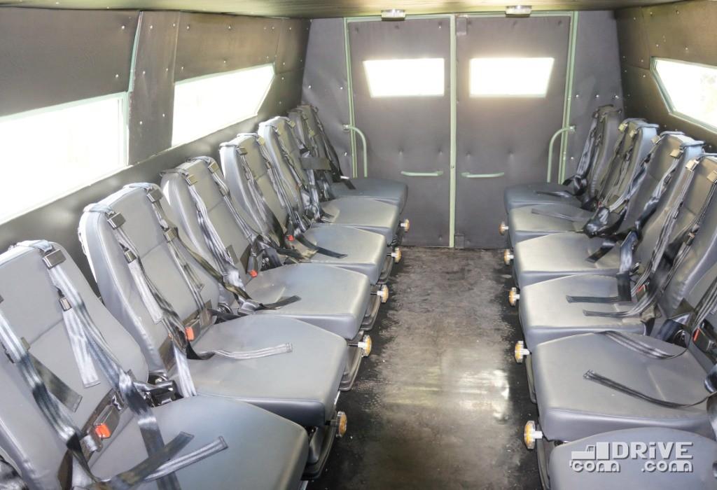 Все сиденья снабжены 4-точечными ремнями безопасности и имеют регулируемую пневматическую подвеску. Последний момент довольно спорный, ибо на пересеченной местности лучше лавочек, намертво привинченных к кузову, пока ничего не придумано
